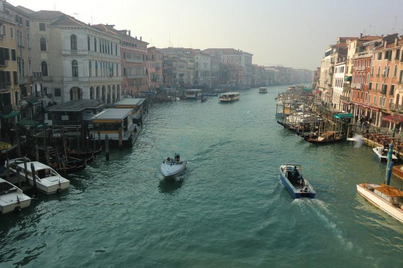 イタリア_ヴェネツィア_リアルト橋からの風景