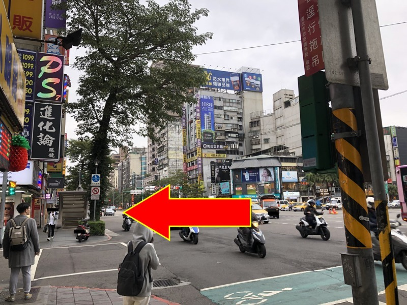 台北_公館駅4番出口を出て真っ直ぐ